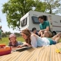 Camping tafel en stoelen | Bij caravanencamperhuren.nl